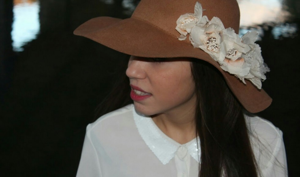 Floppy_hat_con_flores